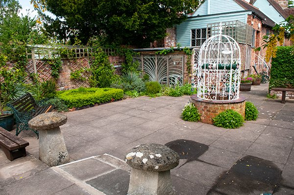 courtyard_garden_600w