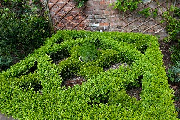 tudor-garden_600w